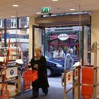 The DoorFlow air curtain can be inconspicuously adapted for any shop environment