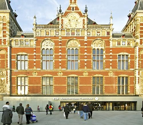 Shops at the Central Station in Amsterdam get Biddle air curtains