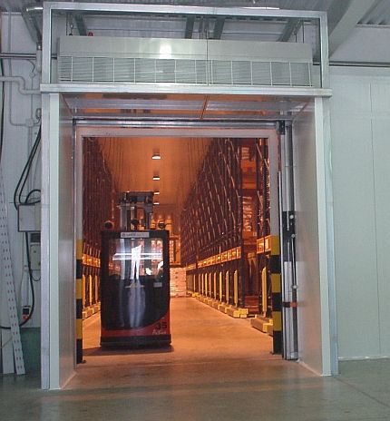installing the mat cold store air curtain over open doors ensures movement to and from